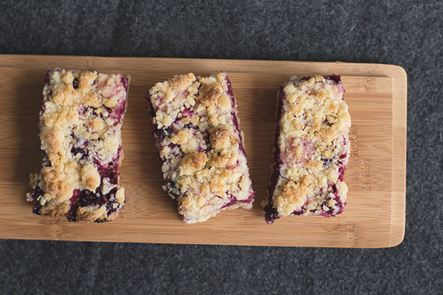 Blackberry Pie Bars // Wit & Vinegar