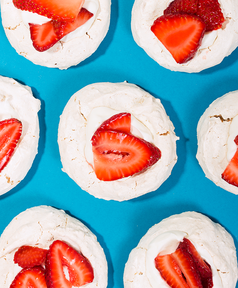 mini graham cracker pavlovas with whipped sour cream and strawberries// wit & vinegar