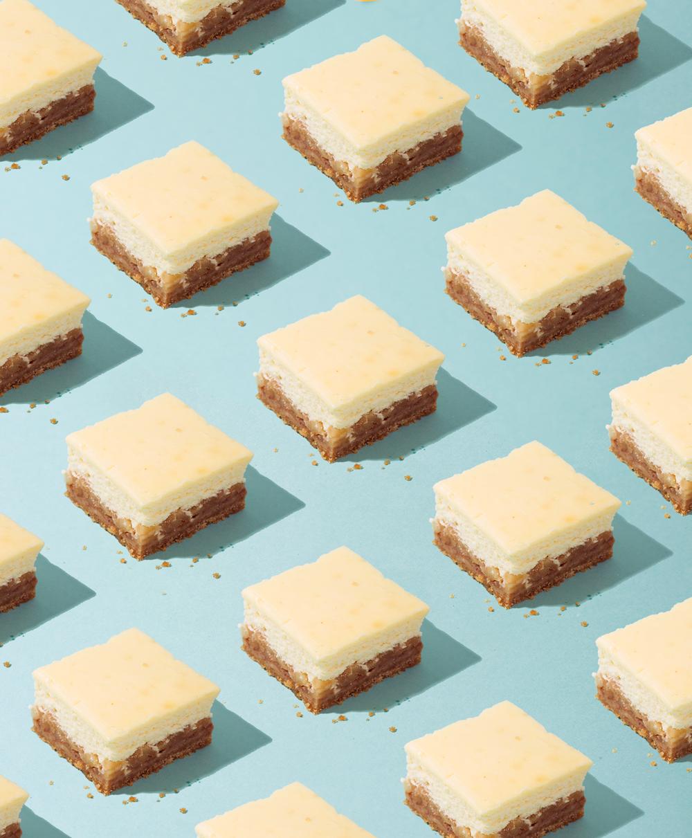 Apple Bottom Cheesecake Bars // Wit & Vinegar